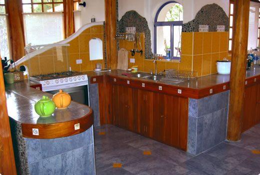 Casa musa tumbaco instalaciones de nuestras casas for Cocinas amobladas